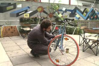 """Cea mai noua idee de afacere: cafenelele atelier. """"Un client a adormit in timp ce ii reparam bicicleta"""""""