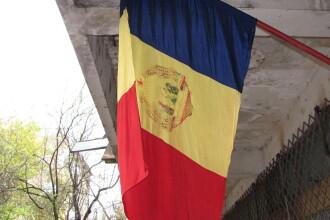 Un oficiu postal din Oradea a arborat tricolorul cu stema comunista, pentru 1 Decembrie. Cum au reactionat localnicii. FOTO