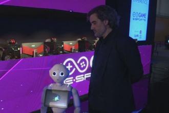 Roboti care vorbesc si console cu jocuri in realitatea virtuala, la cel mai mare targ pentru jocuri video, in Madrid