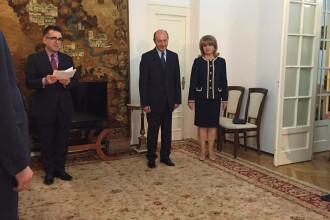 Traian Basescu si sotia lui, Maria, sunt cetateni moldoveni. Fostul presedinte vrea pasaport moldovenesc cat mai repede
