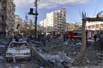 Atentat cu masina-capcana langa un sediu al politiei din Turcia. Opt oameni au murit, peste 100 sunt raniti. FOTO