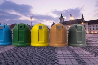 Sibiul, plin de deseuri dupa ce locuitorii au fost obligati sa colecteze selectiv gunoiul. Noile pubele, prea complicate