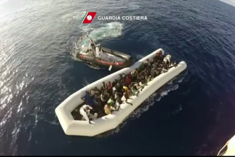 Paza de coasta italiana a reusit sa salveze 2.200 de migranti. Papa Francisc: