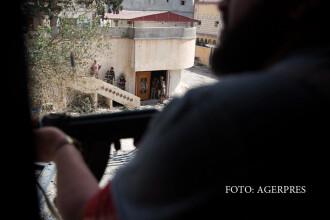 Imagini dintr-o inchisoare ISIS. Oamenii erau adusi cu forta sa asiste la decapitarea si crucificarea prizonierilor. VIDEO