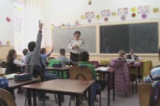 Copii din Dolj, lasati fara lapte si corn de autoritati, desi scoala a inceput de aproape 2 luni. Care este cauza