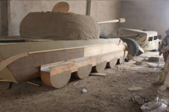 ISIS a ajuns sa foloseasca tancuri de lemn si manechine de jihadisti in Irak.