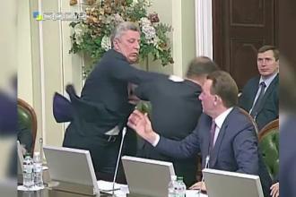 Doi politicieni ucraineni s-au luat la bataie la o reuniune parlamentara. De la ce a pornit disputa si cine a
