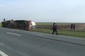 Pericol de explozie in Vaslui. O cisterna cu 13 tone de gaz petrol lichefiat s-a rasturnat la marginea drumului
