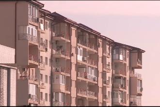 Femeia care a cazut de la etajul 15 al unui bloc din capitala este avocata si se afla in coma. Iubitul sau era in apartament