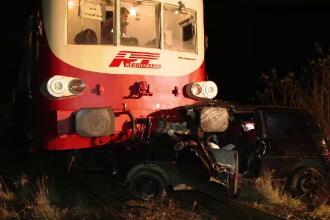 O soferita de 31 de ani a fost spulberata de un tren. Masina in care se afla a fost tarata mai bine de 200 de metri