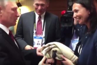 Cadou cu incidente. Ce a patit o femeie din Peru care a incercat sa-i dea lui Vladimir Putin un pulover la summitul din Lima