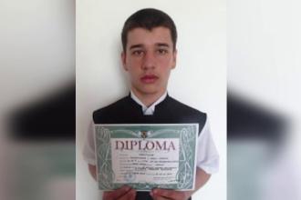 Elev de 18 ani, cautat de familie si politie de aproape 5 zile. Cum l-au surprins camerele de supraveghere inainte sa dispara