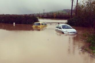 Inundatii in Vaslui dupa topirea zapezii. Zeci de localitati fara curent, peste 380 de stalpi au fost gasiti rupti