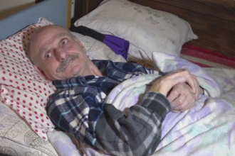 Barbat de 70 de ani, bolnav de scleroza multipla, ignorat in spital timp de 6 ore. De ce nu a mai putut pleca acasa