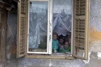 O familie cu 3 copii din Sighisoara risca sa inghete in aceasta iarna.
