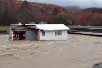 Inundații dramatice în SUA. O casă a fost luată cu totul de șuvoaie