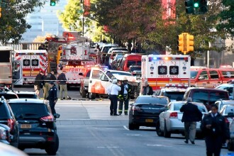 Moment de panică, după atacul din New York. Mai mulți copii, blocați în autobuzul școlar lovit de mașina atacatorului. VIDEO