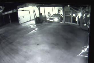 Mașină de 17.000 de euro furată dintr-o spălătorie auto din Pitești. Momentul, surprins de cameră