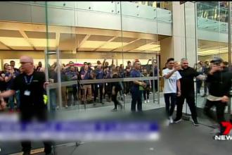 S-au pus la coadă pentru noul iPhone X cu o seară înainte. Prețul nu i-a descurajat
