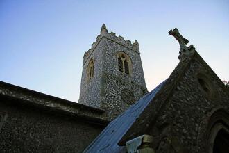 Un român a distrus o biserică istorică din Anglia ca să fure tabla de pe acoperiş