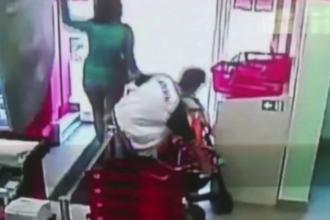 Femeie căutată de Poliție după o vizită la un supermarket. Gestul ei a fost filmat de camere