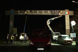 O poartă nouă la intrarea în Timișoara, după ce un tânăr a fost ucis de cea veche în timpul furtunii