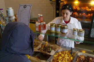 De la coadă pentru salamul de soia, la redescoperirea calităţii. Cât de sănătos mâncăm