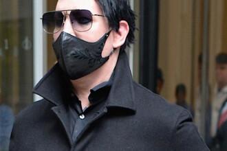 Cum a fost fotografiat Marilyn Manson pe aeroportul din Los Angeles, după accidentul suferit pe scenă