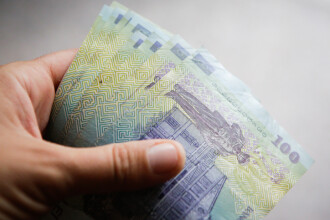 Salariul mediu a crescut faţă de anul trecut cu aproape 18%. Cum au evoluat însă preţurile
