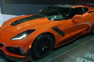 Cele mai rapide modele Corvette şi Land Rover, la Salonul Auto din Dubai