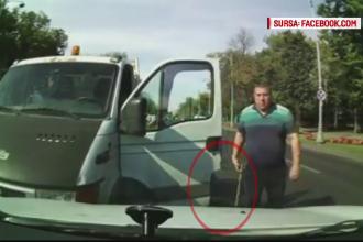 Ilegal şi agresiv. Un poliţist din Capitală, surprins în timp ce agresa verbal un şofer
