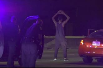 Gest neașteptat făcut de un suspect urmărit de poliție în momentul în care a fost prins