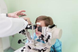 Statul prelungit în fața calculatorului poate afecta grav ochii copilului