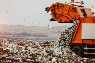 """Soluția găsită de Gabriela Firea pentru problema deșeurilor din Capitală. """"Este foarte poluant"""""""