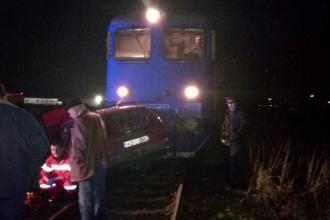 Bărbat din Mureș mort, după ce mașina în care se afla a fost spulberată de tren