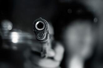 Un bărbat care consumase alcool, prins la referendum cu o armă asupra sa