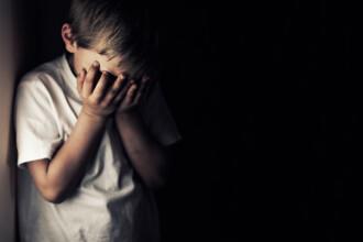 Doi fraţi români, abuzaţi sexual de profesor la o şcoală din Italia. Ce pedeapsă a primit
