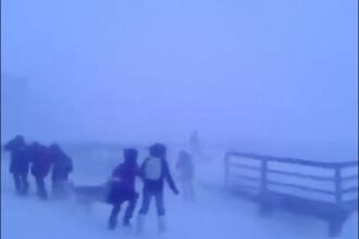 Imaginile virale cu elevii din Siberia care înfruntă o furtună arctică. VIDEO