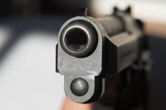 Șofer oprit cu focuri de armă de oamenii legii. Fapta pentru care era urmărit de polițiști