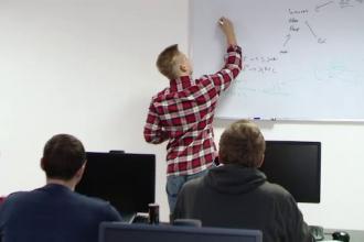 Cât durează și cât costă un curs de IT, pentru cei care vor să-și schimbe cariera