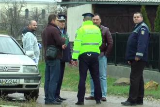 Anchetatorii au un principal suspect în cazul triplei crime: fiul celor doi soţi