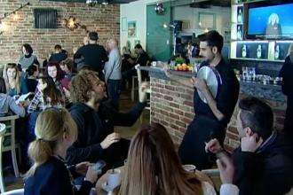 Cafeneaua în care chelnerii sunt persoane cu deficienţe de auz