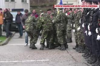 Soldat rănit după ce a leșinat în timpul primei sale ceremonii