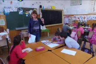 """Au renunțat la salarii mari de la multinaționale pentru a-i educa pe elevii sărmani. """"Este cea mai frumoasă profesoară"""""""