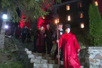 """Străinii au petrecut Halloween-ul la Castelul Dracula. În ce a constat meniul """"draculist"""""""