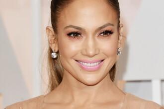 Jennifer Lopez a pozat aproape goală la 49 de ani. Secretele corpului ei de invidiat