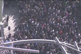 Mii de angajaţi Google din toată lumea au oprit lucrul şi au ieşit din birouri în semn de protest
