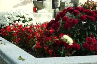 Incident şocant în cimitirul din localitatea Gârbău. O piatră funerară a căzut în capul unui copil