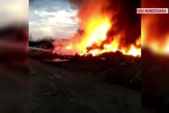 Incendiu uriaş cu fum toxic, lângă Hunedoara. Care ar fi fost cauza