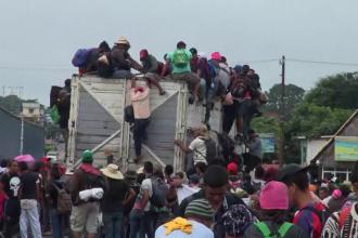 O a doua caravană cu migranți se îndreaptă spre SUA. 7.000 de soldați americani, mobilizați la graniță